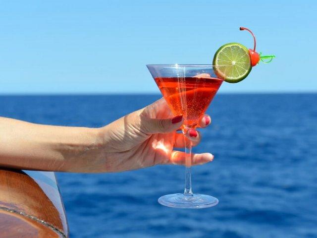 É permitido embarcar com líquidos em navios e cruzeiros?